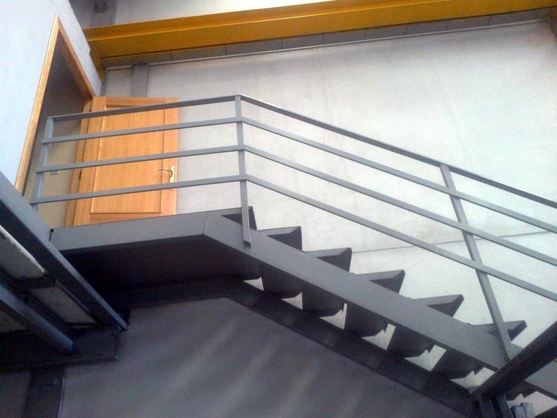 Escaleras construcciones met licas cerrisan for Escaleras metalicas con madera
